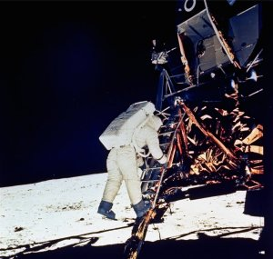 apollo-11-landing-on-the-moon