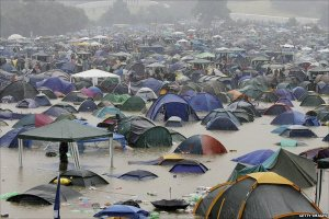 WETCAMP_rainy_glastonbury